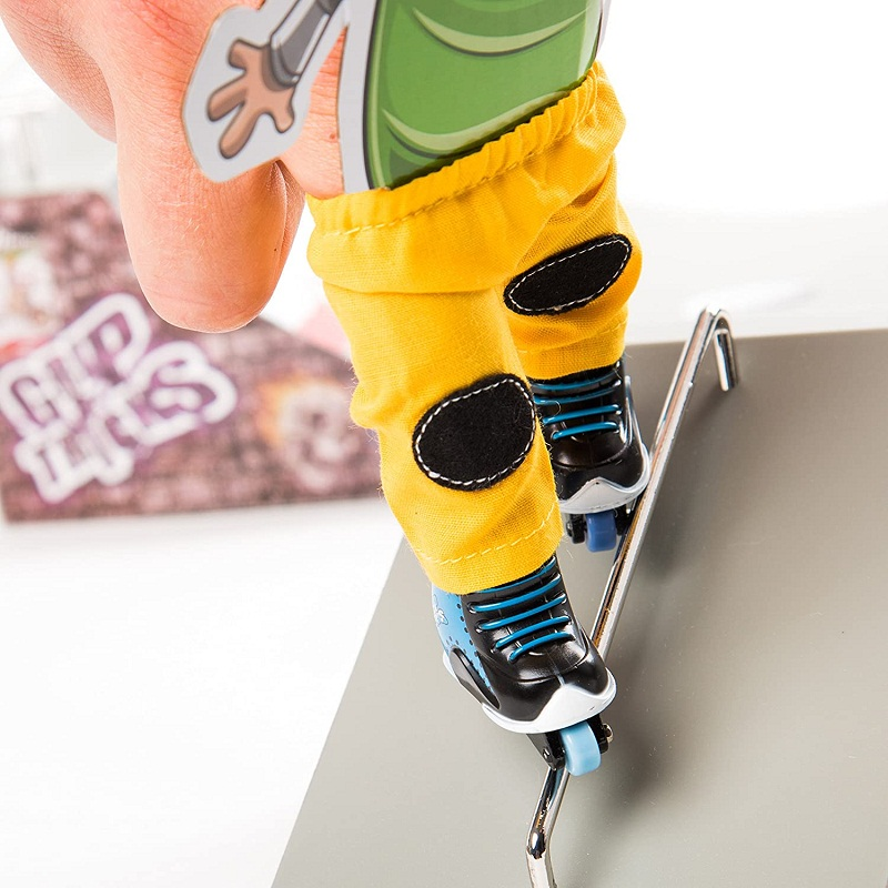 Avis - Grip & Tricks - Coffret 5 produits - Finger Scooter - Mini Trottinette - Finger Mini Skates - Roller BMX - Dimensions 25 X 20,5 X 5 cm